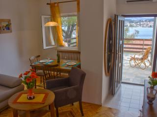 Apartment 30 m from the sea  Okrug Gornji, Trogir