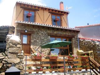 LA LEYENDA DE GREDOS COTTAGE, ENJOY THE BEST DEAL IN GREDOS REGIONAL PARK, Ortigosa de Tormes