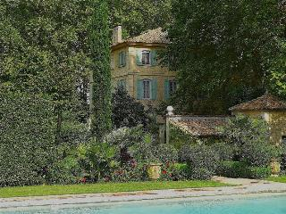 St.Remy-de-Provence, Dream Bastide in Provence, Private Pool, tennis, and Elegant Gardens, Sleeps 12, St-Rémy-de-Provence