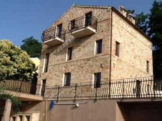 Recently restored stone farmhouse with pool, Servigliano