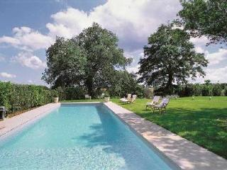 Villa Vigna is luxurious, yet rustic with a manicured lawn and marvelous pool, Orvieto