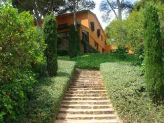 Ses Falugues Villa, Ocean view, large terrace, private pool and permanent staff, Begur