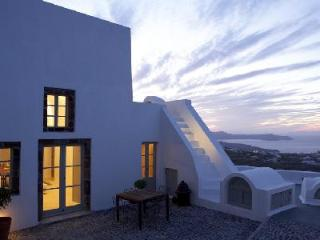 Cavana - Villa offers pool, rooftop jetted tub & sunset views, Pyrgos