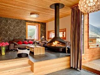 Contemporary luxury chalet Chloe with sauna, mountain views & private chef 2 min to lift station, Saas-Fee