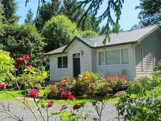 Modern, comfortable, clean cottage on Lake Samish, Bellingham