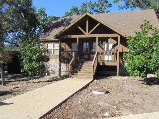 Magnolia Moon- 1 Bedroom Stonebridge Resort Cabin-New Flat Screen TV's!, Branson West