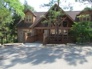 River's Creek- Spacious, Pet Friendly, 4 Bedroom, 4 Bath Stonebridge Lodge, Branson West