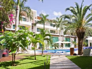 Luxury condo, huge Pool, Gym, 2 bed - Via 38, Playa del Carmen