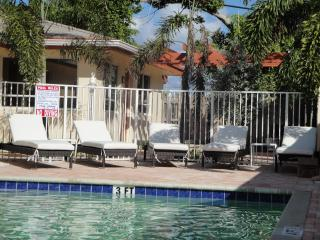 1BR Lbs Villa remodeled by the Ocean,Beach,pool, Fort Lauderdale