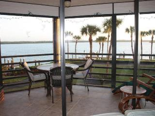 Waterfront Paradise - 2/2 - Popular Riverside Club, Marco Island