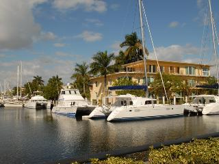 2BR Las Olas Blvd.luxury waterfront,Ocean,Beach!, Fort Lauderdale