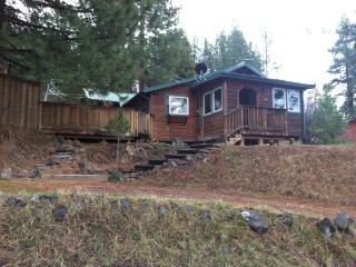 Awesome Cabin near Crater Lake National Park!, Chiloquin