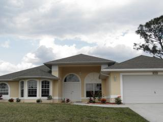 LUXURY SOUTHWEST FLORIDA GOLF COURSE HOME!, Lehigh Acres