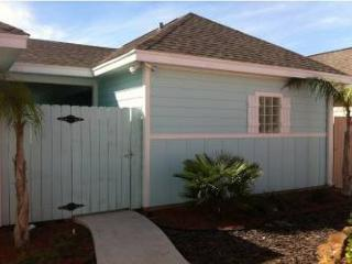Brand new 2 bedroom condo with slope entry community pool!, Port Aransas