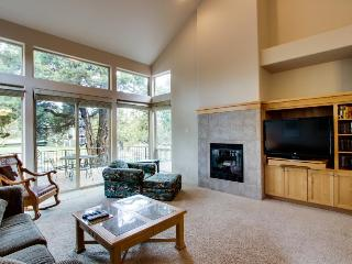 Single-story contemporary condo with amazing deck!, Redmond