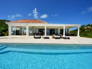 St. Martin Villa 91 Where The Turquoise Caribbean Sea Waters And The Clear Blue Sky Are Only Separated By The Island Of Anguilla Emerging In The Far Horizon., Terres Basses