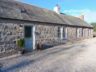 OLD POST OFFICE COTTAGE, open plan, freestanding bath, ground floor cottage near Portsoy, Ref. 30600