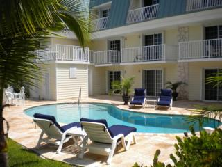 Cozy 1 Bedroom Condo on the Golf Course - Freeport vacation rentals