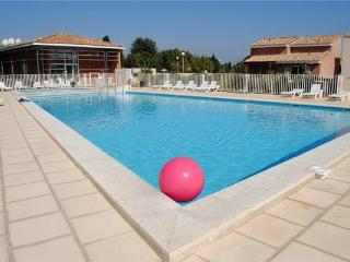 Attractive apartment for 6 persons, with swimming pool , in Avignon - Saint Saturnin les Avignon vacation rentals