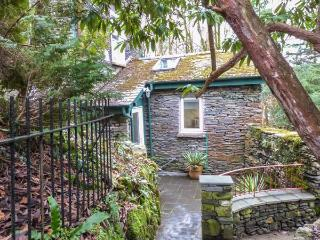 MOSSY NOOK, romantic retreat, character and modern features, garden, parking, in Windermere, Ref 23606 - Bowness-on-Windermere vacation rentals