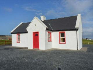 LAKESIDE COTTAGE 2, shared enclosed garden, on Achill Island, Ref 23701, Mayobridge