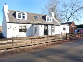 BURNSIDE COTTAGE, quality cottage on Whisky Trail, close to River Spey, Marypark, Aberlour Ref 24218