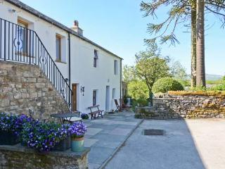 LANE COTTAGE, country cottage with woodburner, gardens, views, High Bentham Ref 7462