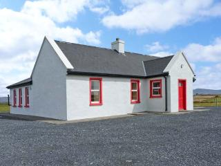 LAKESIDE COTTAGE 1, open plan living, close to beach on Achill Island, Ref 20956, Mayobridge