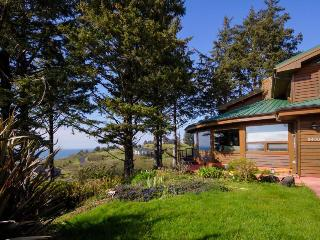 Sahhali Shores home with great ocean views & private hot tub, Neskowin