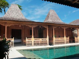 Family home 'Rosa' in Sanur, 3 bedrooms, 400m to t