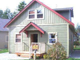 Comfortable and Roomy Resort Cottage, Parksville