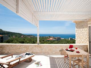 Poliana Estate - 2Bedroom Sea view Villa with Pool, Athamania