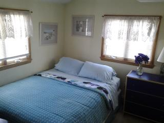 Master Bedroom has Nice Queen Bed, HD-TV, Ceiling Fan and More