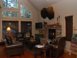 Crooked Pine Lodge Luxury Cabin, McCall
