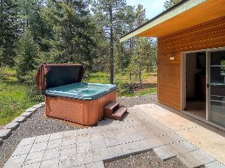 Private 3BD Home Slps8 |Hot Tub, WiFi, Game Room| Pool Access, Specials!!, Cle Elum