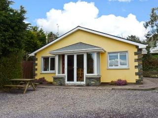 EDENCREST LODGE, detached bungalow, Jacuzzi bath, solid-fuel stove, sea views, near Bantry, Ref 13772 - County Cork vacation rentals