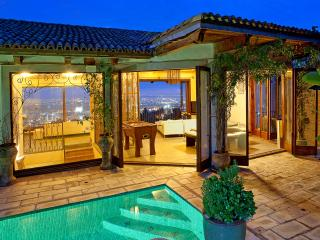 Hollywood Hills Villa in the Sky - Amazing Views!, Los Ángeles