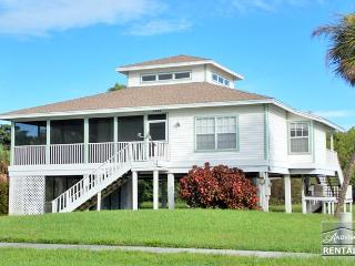 Old Florida style house with beautiful hardwood floors and skylights! Available only during the off season!