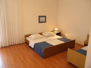 Rooms Nediljka - 24531-S20 - Rovanjska vacation rentals