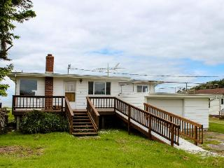 Stunning ocean views and renovated kitchen, Lopez Island