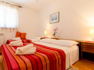 Apartments and Rooms Indiha - 31831-S2 - Jelsa vacation rentals