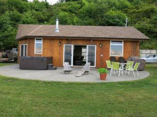 Courtenay, BC Walk-on Oceanside Retreat-Udina Bay - Courtenay vacation rentals
