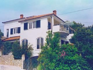 Newly renovated apartment in a quiet area, Vrboska