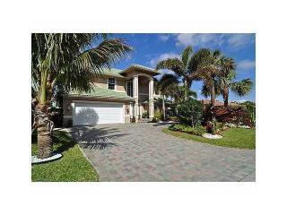 Beautiful luxury home located 1/2 block from beach, Boca Ratón