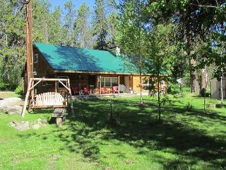 Great Family Cabin with Lakeview and Access to Beach!