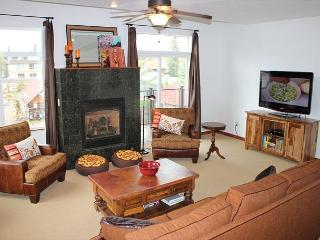 BD3B Inviting Condo 1 Block From Frisco Main St. w/Wifi, Fireplace & Garage