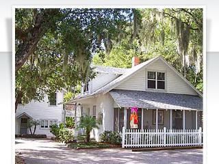 Nantucket Cottage in Historic Downtown, Mount Dora