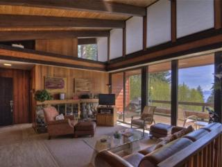Lake Tahoe Mountain Escape with Hot Tub and Pool Table ~ RA3447, Incline Village