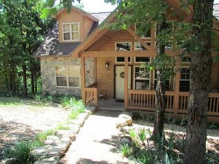 Twin Pines- 4 Bedroom, 4 Bath Stonebridge Resort Cabin Sleeps 10 Guests, Branson West