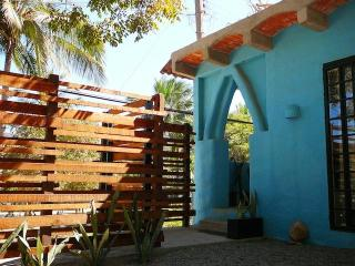 CASA AZUL. One Block To Beach. At The River Side, Sayulita